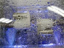 ミリングユニットで被せ物を作製している様子②